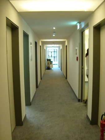 7THINGS - My Basic Hotel: Flur erster Stock