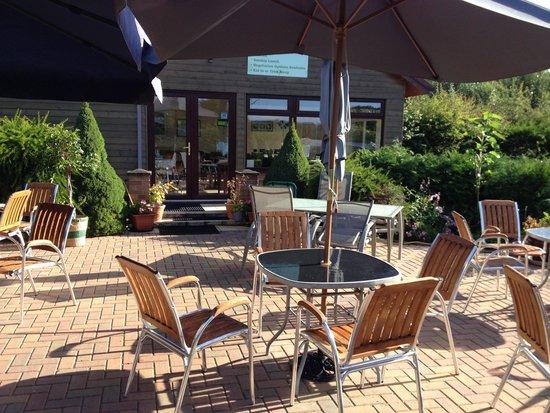 Hill Farm Caravan Park: Cafe patio