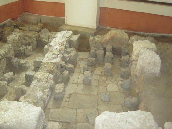 Museo Archeologico Nazionale Antiquarium Turritano: Inside the museum