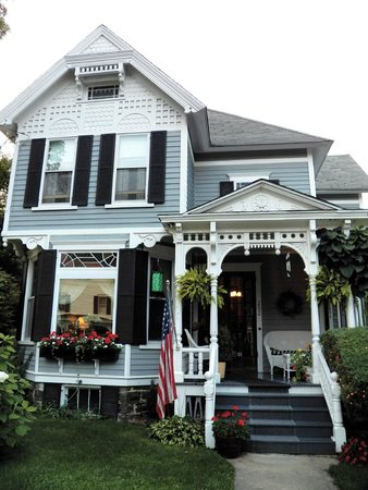 Main Street Bed and Breakfast: Front of property from Main Street