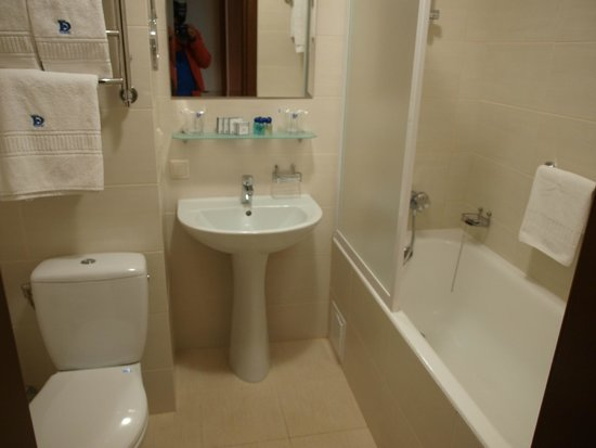 Dnipro Hotel: ванная