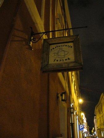 Farina Restaurant : Outside Sign