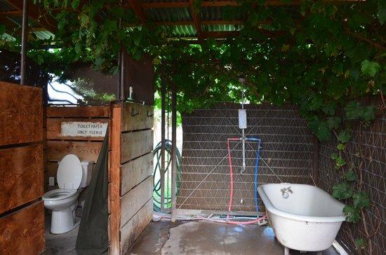 El Cosmico: Bath