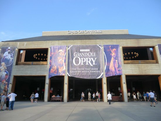 front entrance of the Grand Ole Opry
