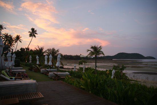 Pullman Phuket Panwa Beach Resort: Pool and beach