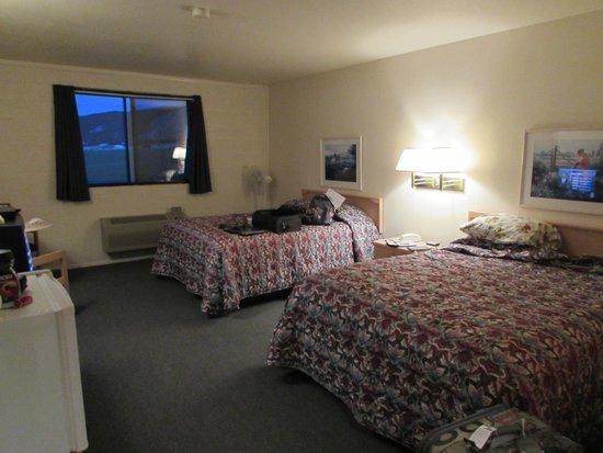 Cactus Hill Motel: room