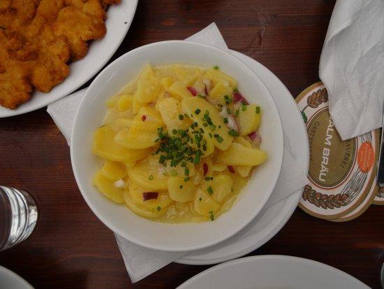 Salm Braeu: Potato salad (warm)