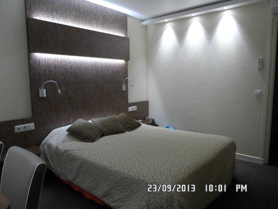 Hotel De La Poste - Annexe Champanne : La chambre