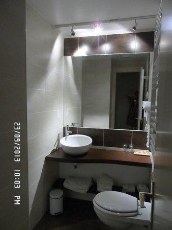 Hotel De La Poste - Annexe Champanne : La salle de bain
