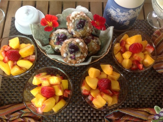 Sutherland Blueberry Bed & Breakfast: Juicy, sweet tree ripened peaches with homemade cherry crumble muffins. Great way to start the d
