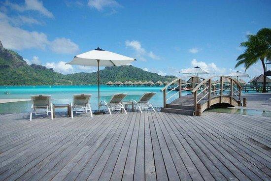 Le Meridien Bora Bora: Vu lagon piscine