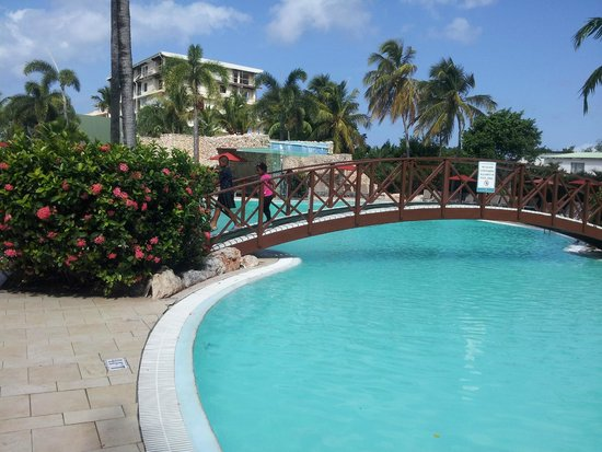 Sonesta Maho Beach Resort, Casino & Spa : The pool area
