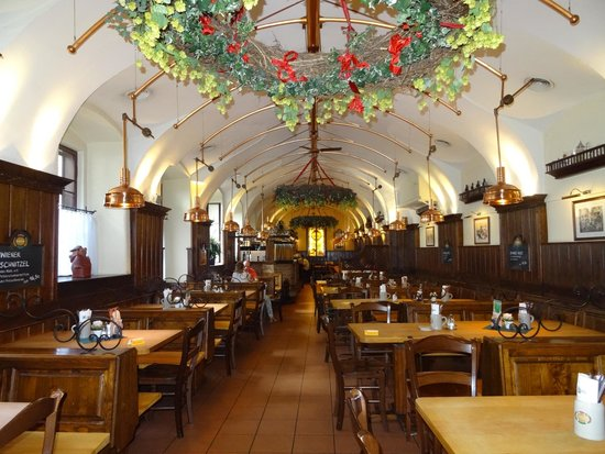 Salm Braeu: Main interior dining area
