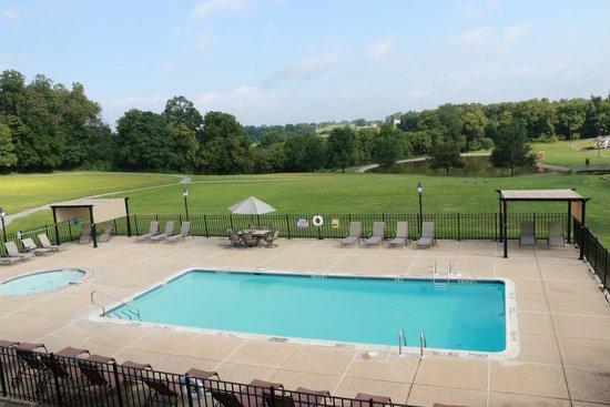 Hershey Farm Inn: Pool view at the Inn at Hershey Farm