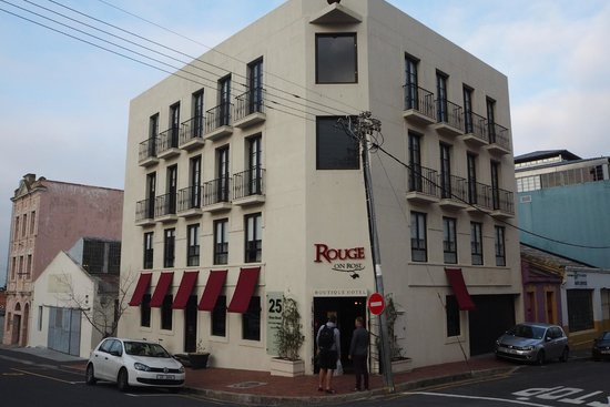 Rouge on Rose: Exterior view of hotel