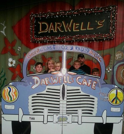 Darwell's Cafe : Our family picture at Darwells.