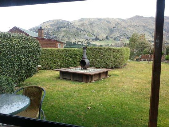 Alpine View Lodge: Garden view 1