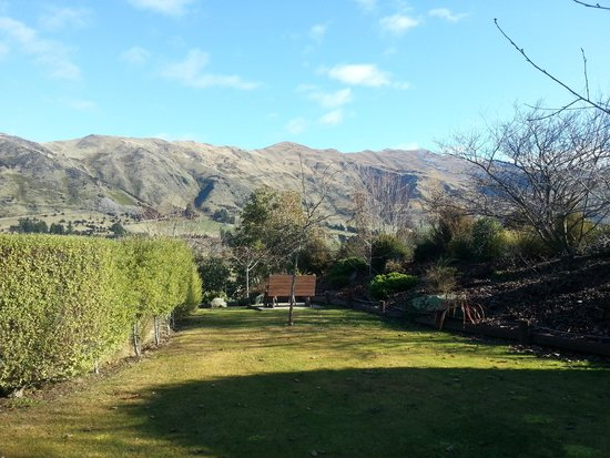 Alpine View Lodge: Garden view 2