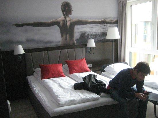 Quality Hotel Waterfront Alesund: camera con letto aggiunto