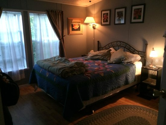 The Ginger Cat Bed & Breakfast : Nice room with comfy bed!