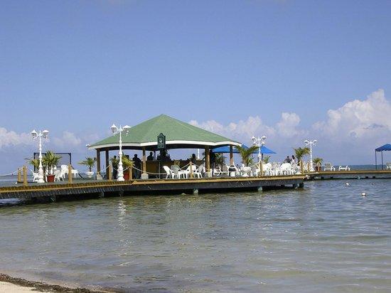 Royal Decameron Marazul: The pier and Coco Blue