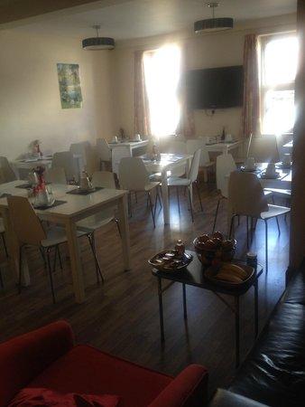 Malago Bed & Breakfast: Breakfast room