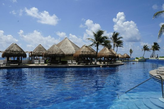 Paradisus Cancun: Pool (Royal Service)