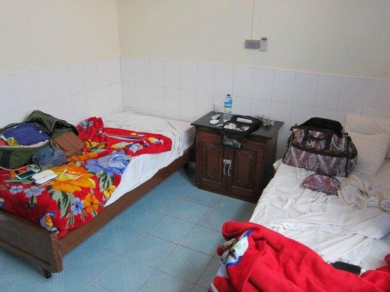 ET Hotel: Room 102