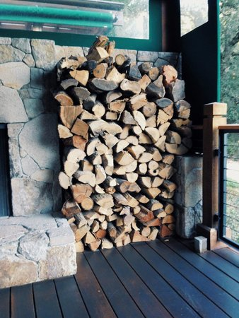 The Lakehouse Restaurant at Calistoga Ranch: Fireplace