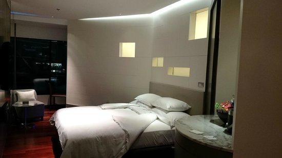 LiT BANGKOK Hotel: Many angle room