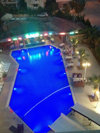 Club Alpina Apartments Hotel: Pool view at night