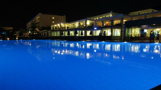 Imperial Belvedere: Piscine et blue bar