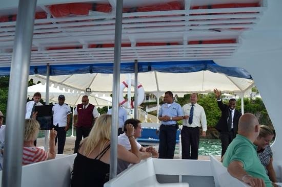 Luxury Bahia Principe Cayo Levantado: Management preparing for the Mexican Wave send-off
