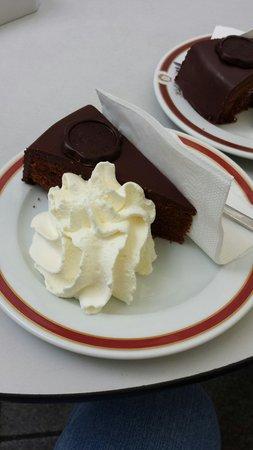 Hotel Post: Saker torta