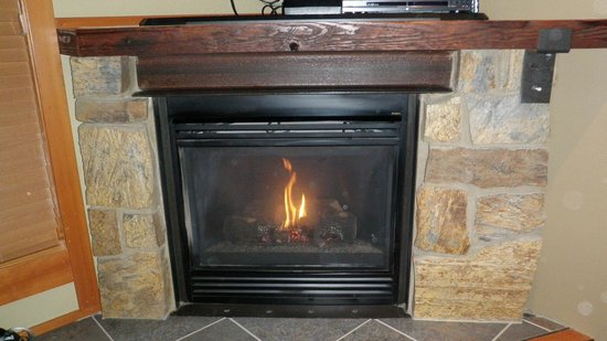 Willows Lodge: In room fireplace