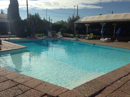 L'Hostellerie des Pins : The pool