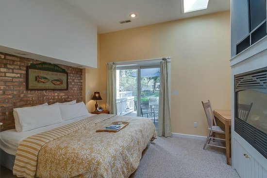 New Buffalo Inn & Spa: Eber Knight Bedroom