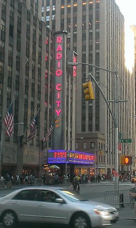 Radio City Music Hall : Exterior