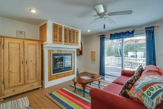 New Buffalo Inn & Spa: Galien Room Living Room