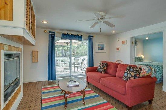 New Buffalo Inn & Spa: Galien Room Living Area