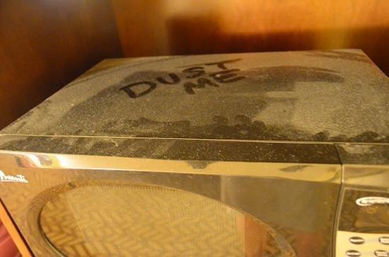 Quality Inn & Suites Montclair : microwave dust & didn't work