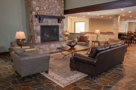 Best Western Plus Eagle Lodge & Suites: Lobby Area