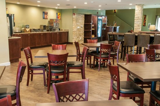 BEST WESTERN PLUS Eagle Lodge & Suites: Breakfast Area