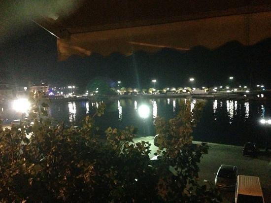 Karalis City Hotel: night view