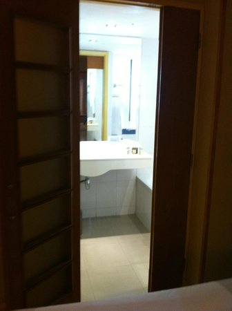 Novotel Santiago Vitacura: Entrada banheiro