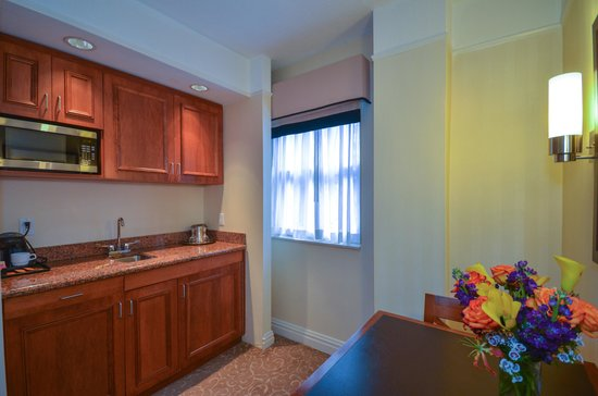 San Carlos Hotel: Elite One Bedroom Suite- Kitchenette