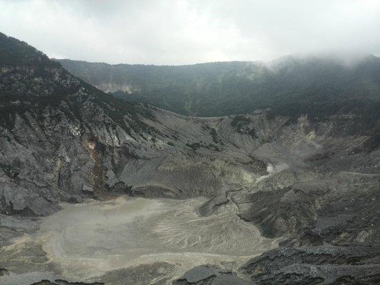 Tangkuban Perahu : Actieve vulkaan