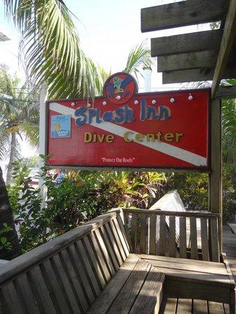 Splash Inn Dive Resort: Sign