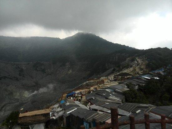 Tangkuban Perahu : Vulkaan met weggetje