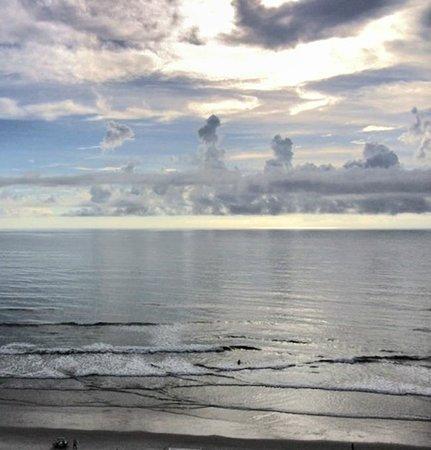 Hilton Daytona Beach Oceanfront Resort : sky